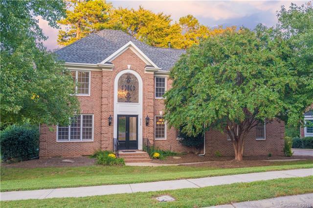 6126 Glen Manor Drive, Charlotte, NC 28269 (#3436175) :: The Ann Rudd Group