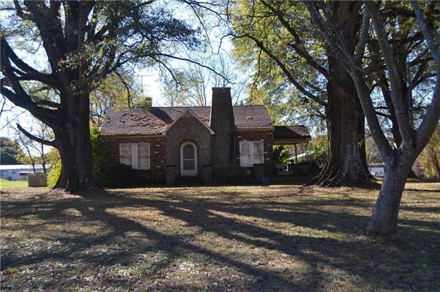 3281 Plateau Road, Newton, NC 28658 (#3436400) :: The Ann Rudd Group