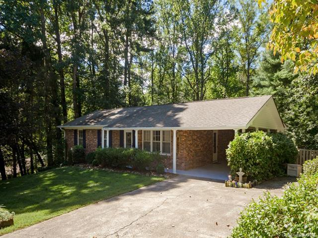 921 Indian Hill Road, Hendersonville, NC 28791 (#3436785) :: Puffer Properties