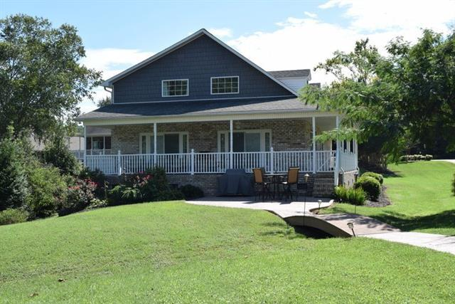 1845 Hidden Point Drive, Hickory, NC 28601 (#3437420) :: LePage Johnson Realty Group, LLC