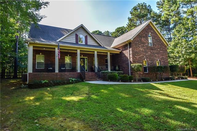 212 Indian Trail, Mooresville, NC 28117 (#3437571) :: Charlotte Home Experts