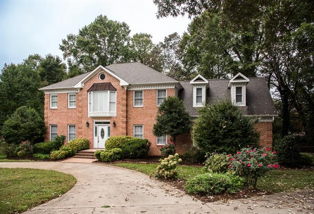 570 19th Ave Drive NW, Hickory, NC 28601 (#3437838) :: Zanthia Hastings Team