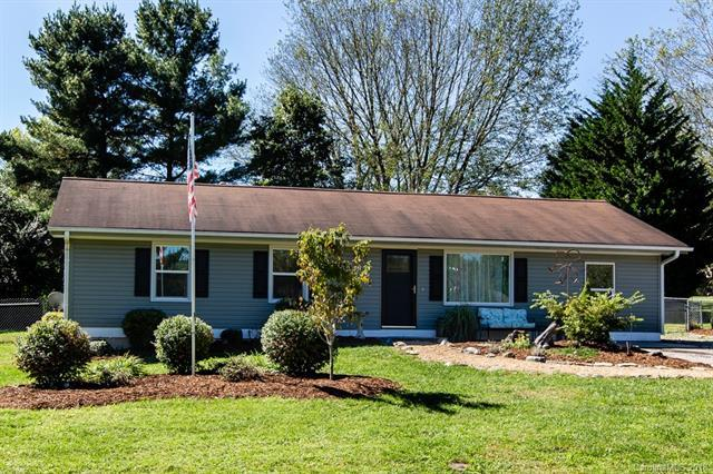 32 W Broadleaf Drive, Hendersonville, NC 28739 (#3440190) :: Exit Mountain Realty
