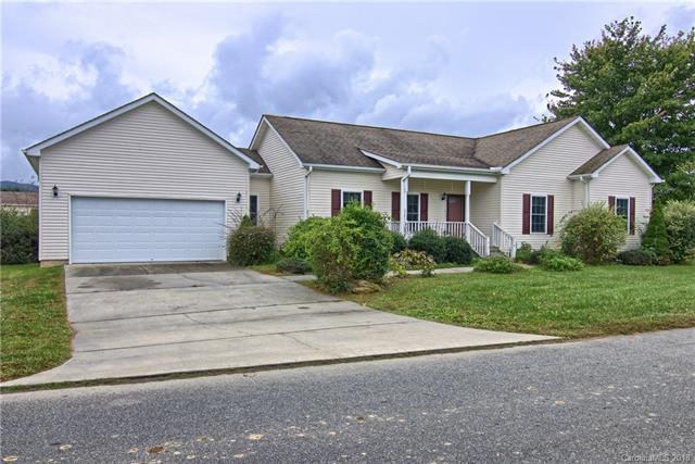 495 Riverwind Drive, Hendersonville, NC 28739 (#3440563) :: Puffer Properties