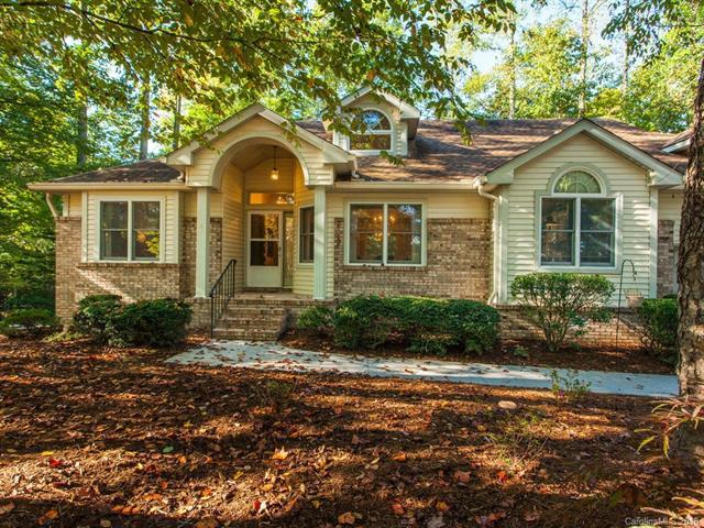150 Governors Drive, Hendersonville, NC 28791 (#3441155) :: High Performance Real Estate Advisors