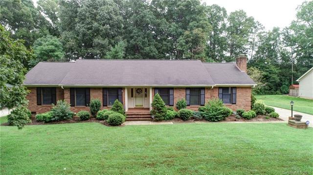 1414 Leolillie Lane, Charlotte, NC 28216 (#3441402) :: Odell Realty