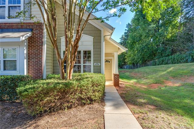 6204 Castleglen Court, Charlotte, NC 28269 (#3442356) :: High Performance Real Estate Advisors