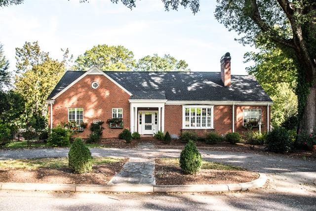 7 7th Avenue NE, Hickory, NC 28601 (#3442454) :: Exit Mountain Realty
