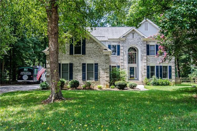5701 Painted Fern Court, Charlotte, NC 28269 (#3442878) :: The Ramsey Group