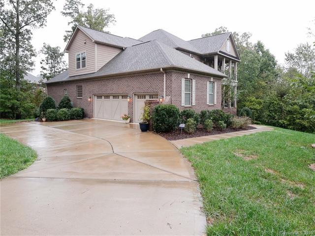 2700 Cecily Court, Waxhaw, NC 28173 (#3442897) :: Rowena Patton's All-Star Powerhouse