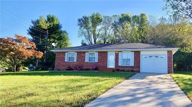 105 Willowbrook Road, Hendersonville, NC 28792 (#3443187) :: LePage Johnson Realty Group, LLC