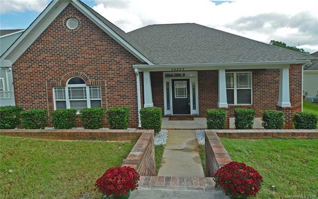 20223 Colony Point Lane, Cornelius, NC 28031 (#3443225) :: Mossy Oak Properties Land and Luxury