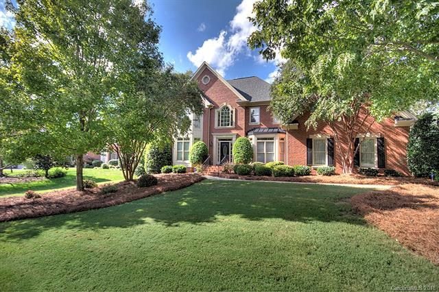 6200 Woodleigh Oaks Drive, Charlotte, NC 28226 (#3444084) :: The Andy Bovender Team