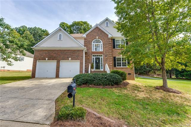13825 Kings Carriage Lane, Charlotte, NC 28278 (#3445687) :: Roby Realty