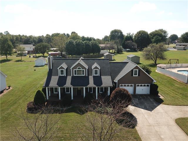 152 Pleasant Garden Drive, Taylorsville, NC 28681 (#3446710) :: Rinehart Realty