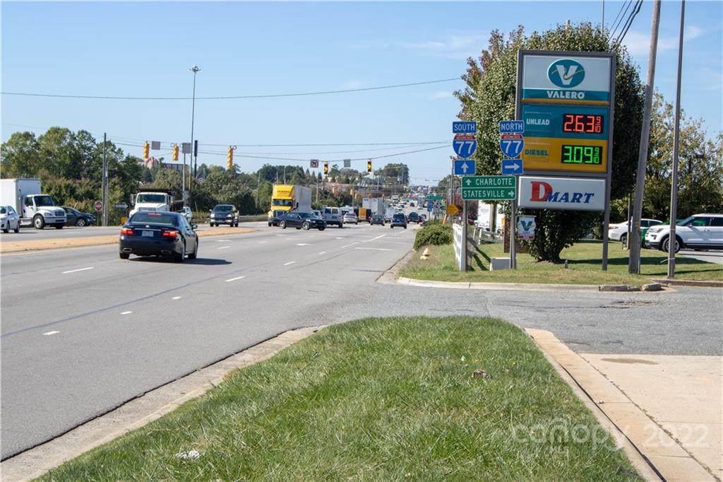 128 E Plaza Drive, Mooresville, NC 28115 (#3448576) :: Exit Realty Vistas