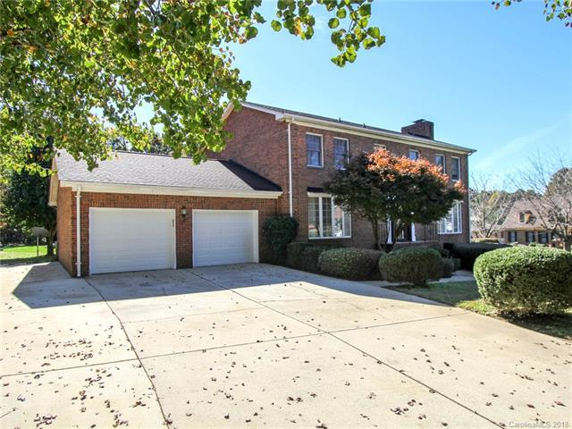 8228 Mabe Drive, Charlotte, NC 28216 (#3450838) :: Homes Charlotte