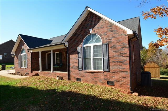 1319 Broomsage Lane, Lincolnton, NC 28092 (#3450901) :: Exit Mountain Realty