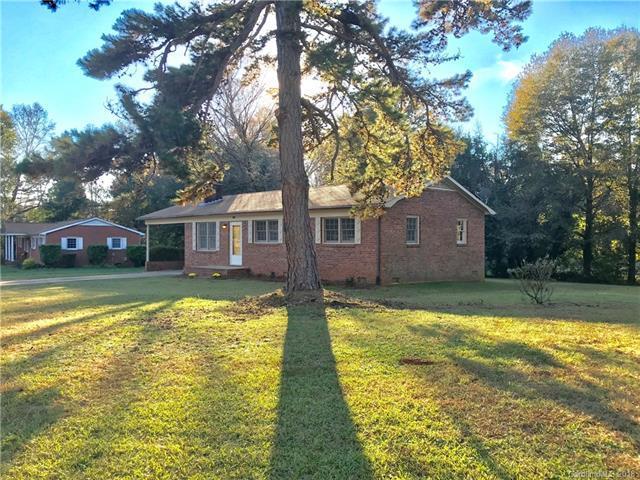 131 Circle Drive, Mount Holly, NC 28120 (#3451571) :: MartinGroup Properties