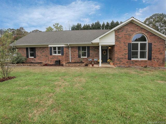 13201 Mt Holly-Huntersville Road, Huntersville, NC 28078 (#3452591) :: Team Honeycutt