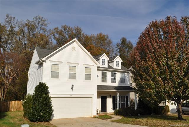 3942 Cameron Creek Drive, Matthews, NC 28105 (#3452941) :: The Ramsey Group