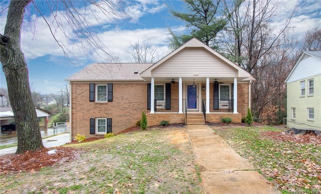 1016 Northwood Drive, Charlotte, NC 28216 (#3453353) :: Puma & Associates Realty Inc.