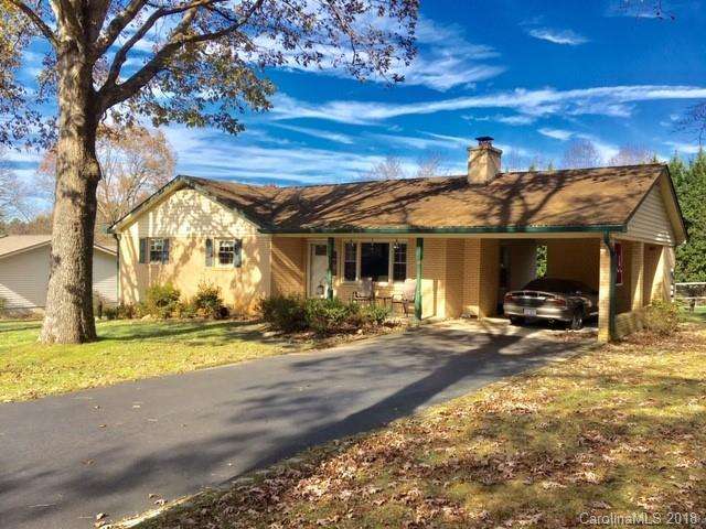 458 Beach Drive, Hendersonville, NC 28792 (#3453464) :: Carlyle Properties
