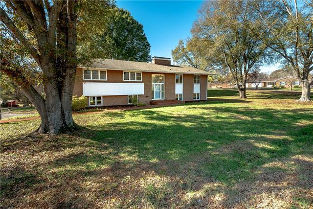 6185 Northlake Drive, Hickory, NC 28601 (#3453698) :: Exit Mountain Realty