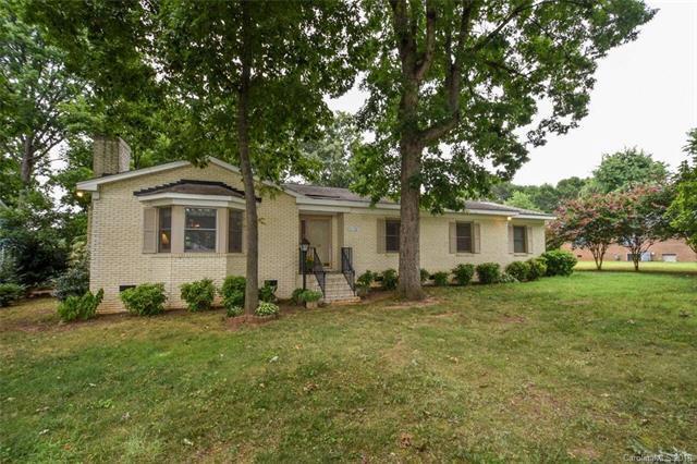 22327 Torrence Chapel Road, Cornelius, NC 28031 (#3453971) :: Carlyle Properties
