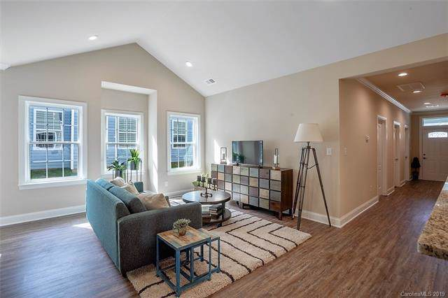 5828/24 Bradford Lake Lane, Charlotte, NC 28269 (#3456061) :: Homes Charlotte