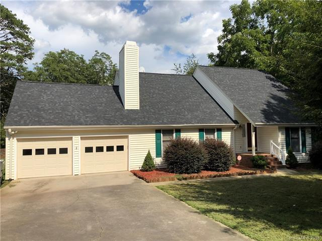 3540 4th Street Boulevard NW, Hickory, NC 28601 (#3456132) :: Exit Mountain Realty