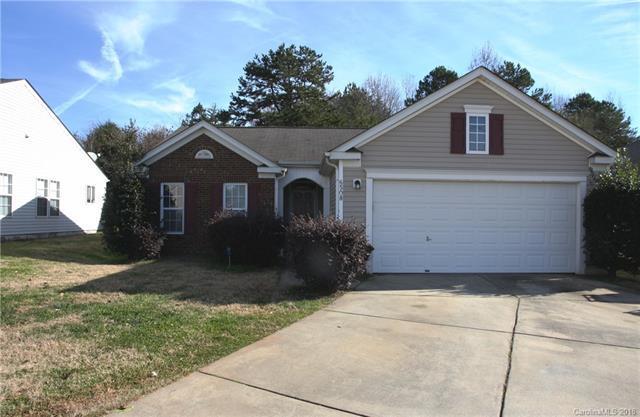 6508 Wandering Creek Drive, Charlotte, NC 28216 (#3457348) :: MECA Realty, LLC