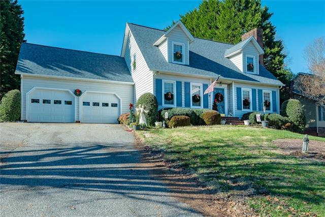 2925 8th Street Court NE, Hickory, NC 28601 (#3459731) :: Exit Mountain Realty
