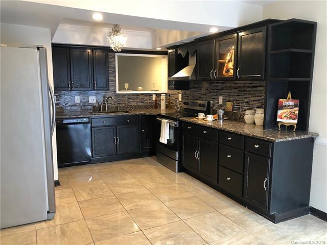 3127 Windbluff Drive, Charlotte, NC 28277 (#3460402) :: Carlyle Properties