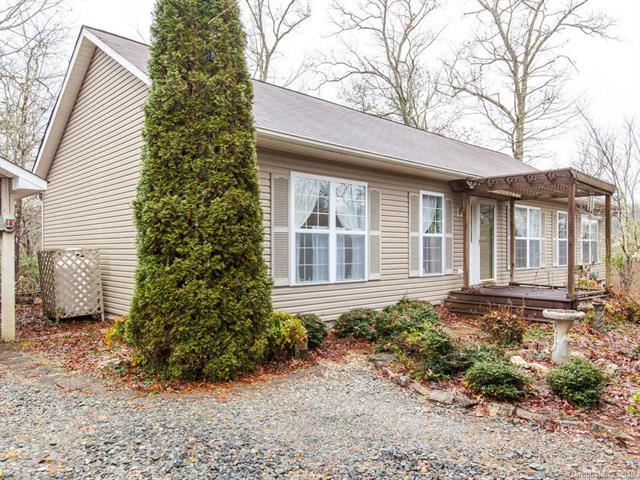 16 Majestic Trace, Hendersonville, NC 28739 (#3460640) :: Johnson Property Group - Keller Williams