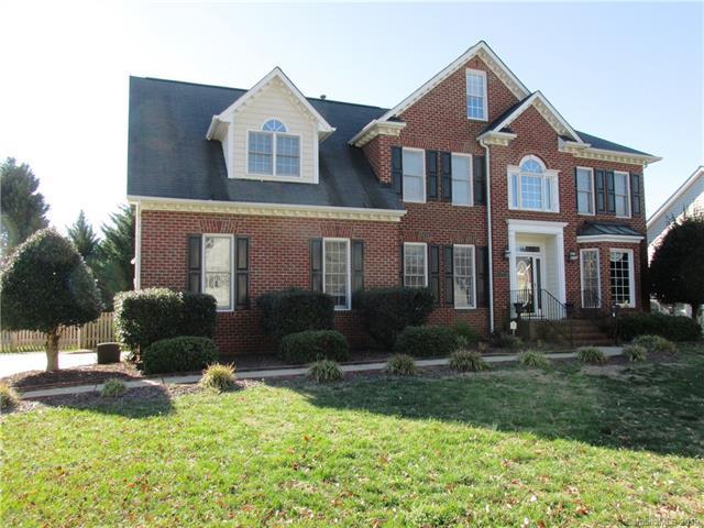 7068 Kidwelly Lane, Matthews, NC 28104 (#3461974) :: Carlyle Properties