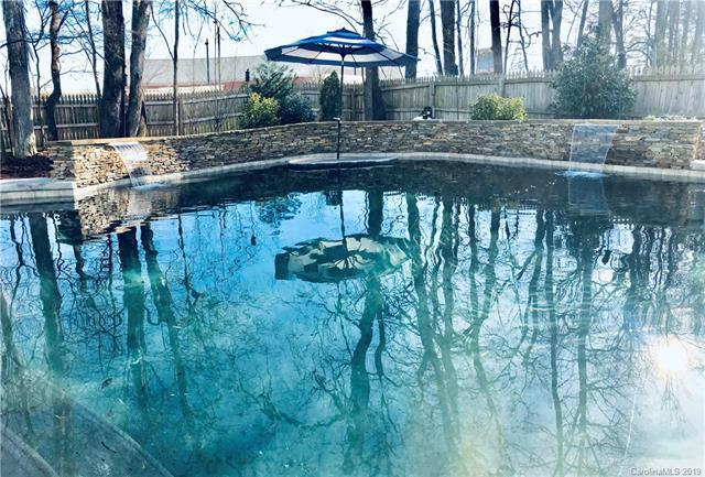 6246 Red Clover Lane, Charlotte, NC 28269 (#3463039) :: Exit Mountain Realty