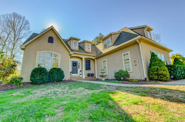 100 Berry Hill Drive, Hendersonville, NC 28791 (#3463590) :: Exit Mountain Realty