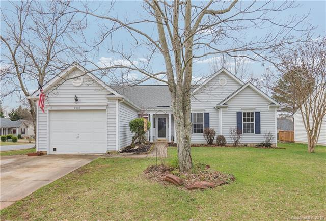 9001 Whitetail Court, Charlotte, NC 28269 (#3463812) :: Exit Mountain Realty
