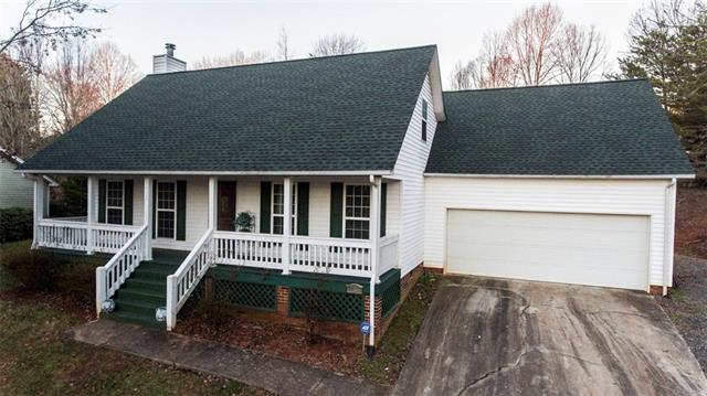 1722 7TH ST Lane SE, Hickory, NC 28602 (#3463932) :: Exit Mountain Realty