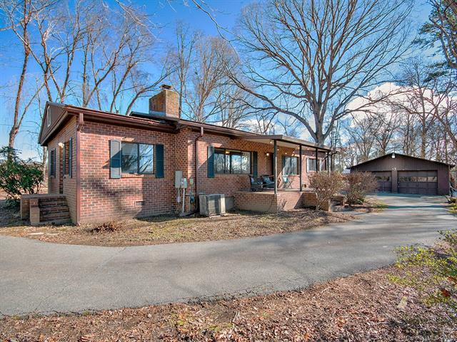 200 Azalea Woods Drive, Hendersonville, NC 28792 (#3464163) :: Caulder Realty and Land Co.