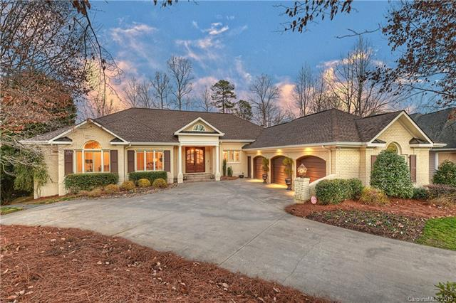 18841 River Falls Drive, Davidson, NC 28036 (#3465597) :: Besecker Homes Team