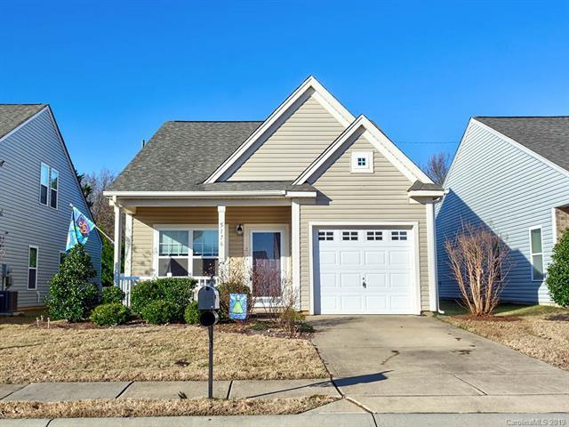 5176 Crystal Lakes Drive, Rock Hill, SC 29732 (#3465961) :: Johnson Property Group - Keller Williams