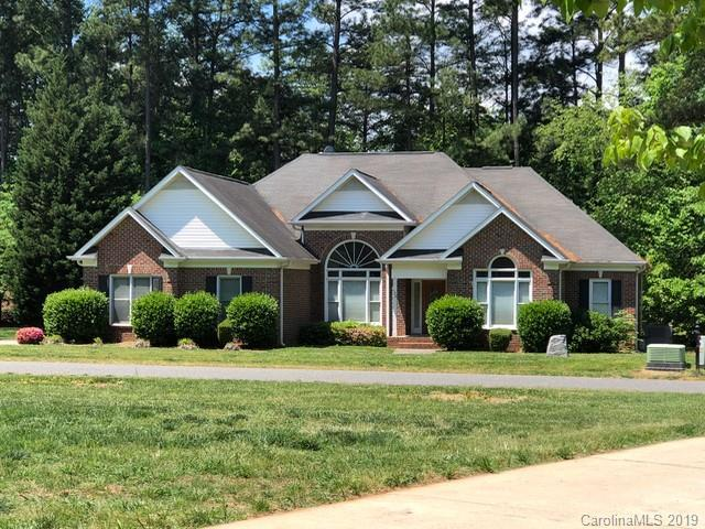 135 Lynn Cove Lane, Mooresville, NC 28117 (#3465986) :: The Premier Team at RE/MAX Executive Realty