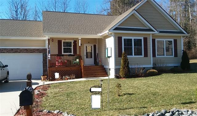 340 N Crab Meadow Drive, Hendersonville, NC 28739 (#3466354) :: Caulder Realty and Land Co.