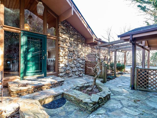 480 Davis Mountain Road, Hendersonville, NC 28739 (#3471327) :: Puffer Properties