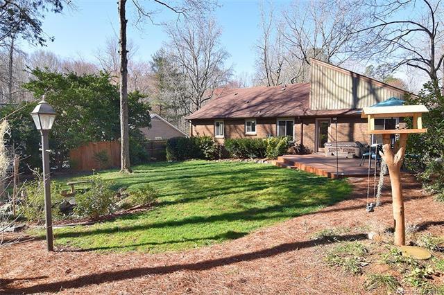 718 Mcnabb Court, Matthews, NC 28105 (#3475155) :: Scarlett Real Estate