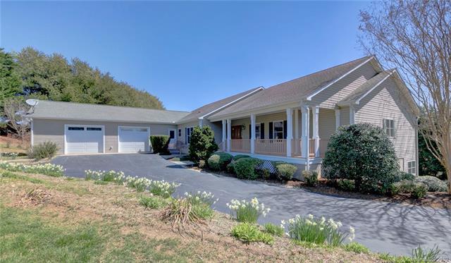 2010 Holly Tree Hill, Hendersonville, NC 28739 (#3476618) :: Johnson Property Group - Keller Williams