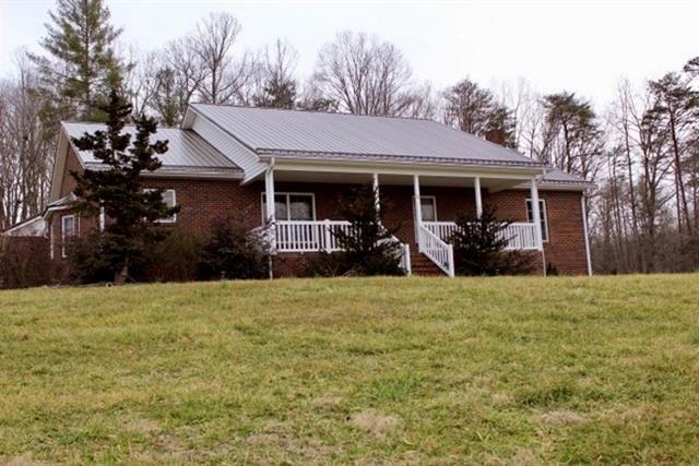 5425 Harris Farm Road, Hickory, NC 28602 (#3477242) :: Roby Realty