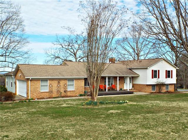 702 Robinhood Road, Maiden, NC 28650 (#3479173) :: LePage Johnson Realty Group, LLC